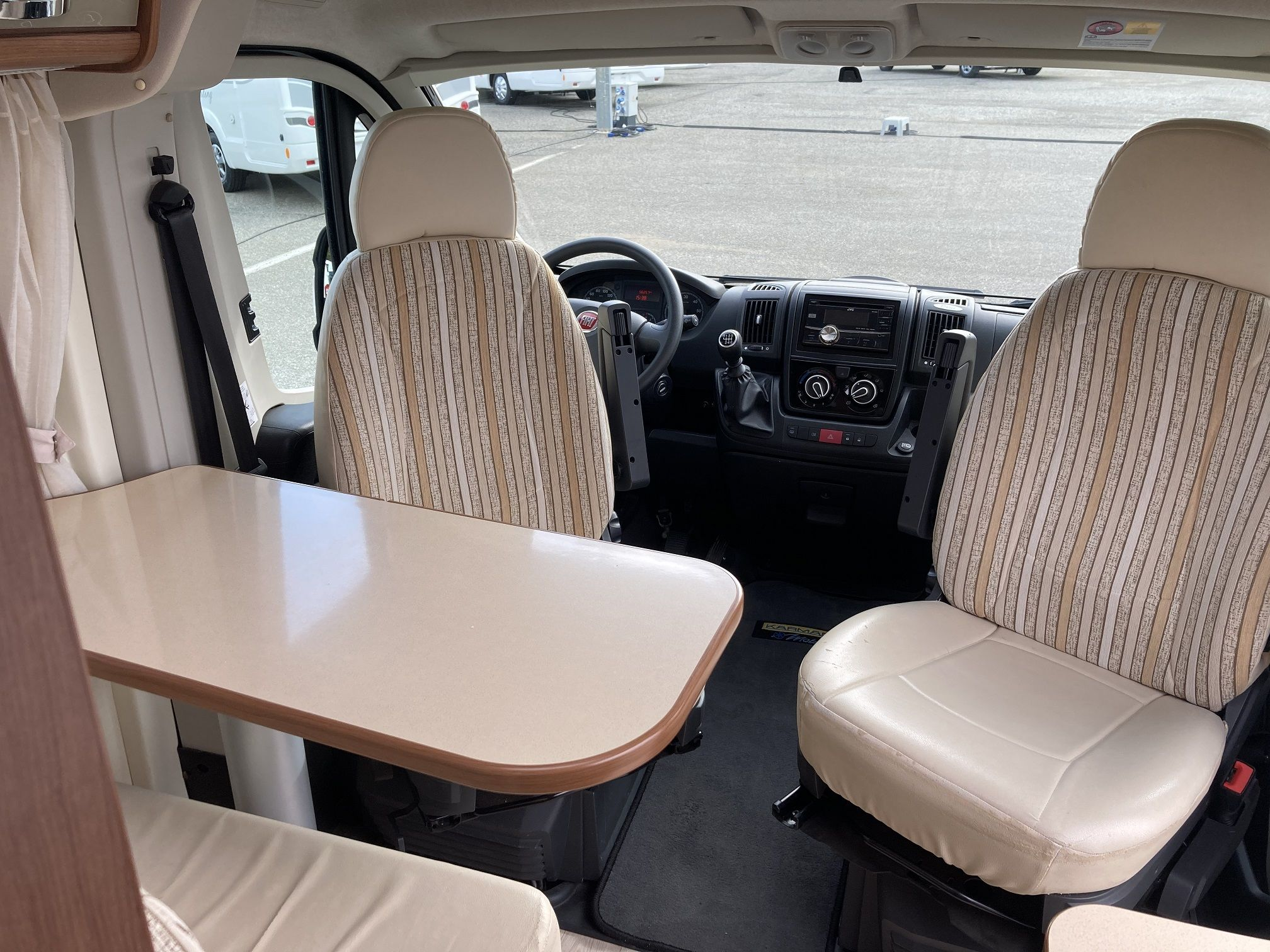 Frontal interior del modelo Karmann de Autocaravanas Bilbao