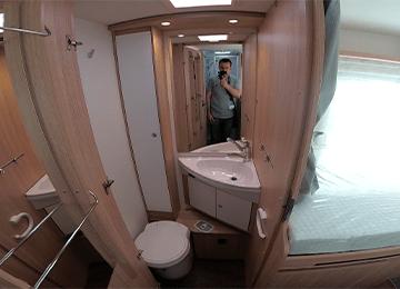 alquiler de autocaravanas bilbao T68 miniatura aseo y lavabo