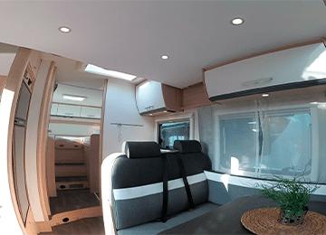 alquiler de autocaravanas bilbao T68 miniatura comedor y habitacion