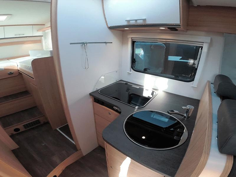 alquiler de caravanas T68 cocina y habitacion