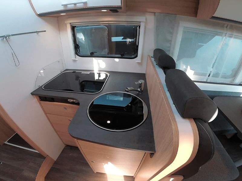 alquiler de caravanas T68 cocina y fregadero