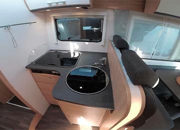 alquiler de autocaravanas bilbao T68 miniatura cocina y fregadero