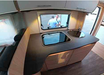 A72P - Alquiler de autocaravana imagen cocina general