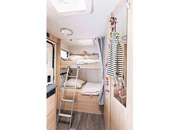 A72P - Alquiler autocaravanas imagen dormitorio principal