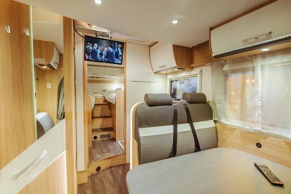 alquiler de caravanas T68 panoramica mesa comedor