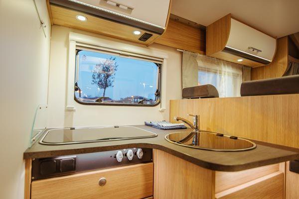 alquiler de caravanas T68 baño y lavabo