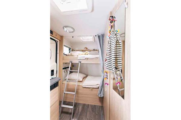 A72G - alquiler de autocaravana imagen habitacion principal