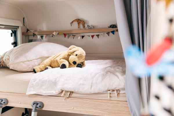 A72G - Alquiler caravanas imagen cama principal